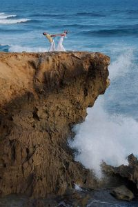 wedding_couple_on_cliff